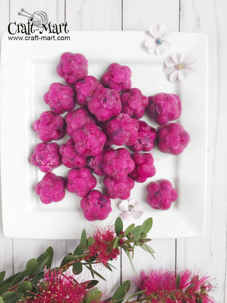 Purple and Delicious Keto Fat Bombs #ketofatbombs #ketodiet #easyfatbombrecipes #bestfatbombrecipes #highfatlowcarbsnacks #lowcarbsnack #ketosnack #mochafatbomb #redspinachmalabarjuice #naturalfoodcolor #LCHF #coconutlemonfatbombs #coconutblueberryfatbombs #ketobombmolds