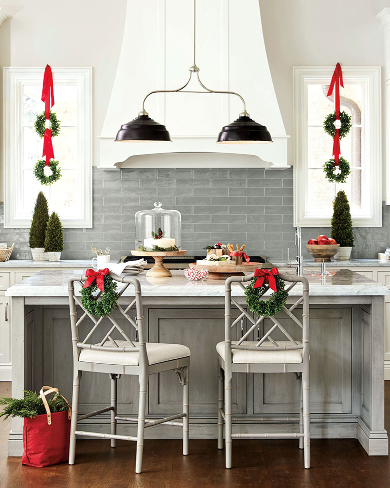 Modern Farmhouse Christmas Kitchen Decor can be elegant and minimal