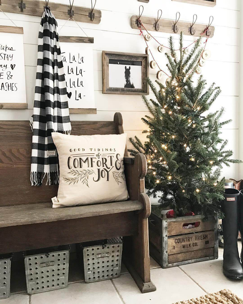 Farmhouse Christmas Decor Mudroom Makeover