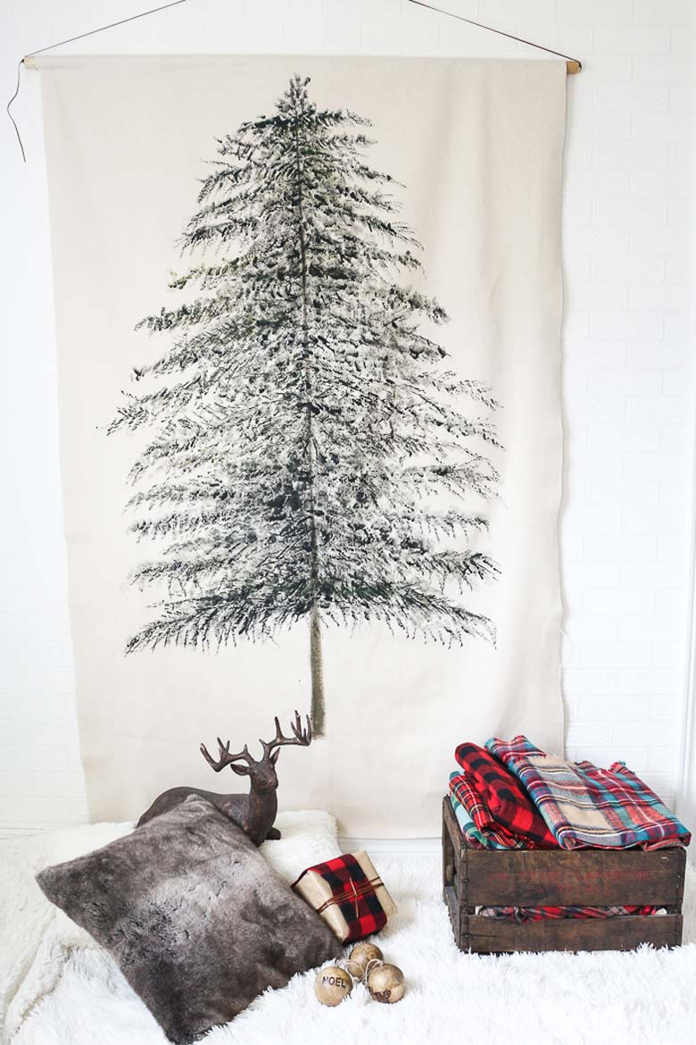 how to decorate a small living room for christmas - Tapestry Christmas Tree Wall Hanging #smallspaces #tinyhouseliving #smallspaceliving #alternativechristmastree #christmastreedecorideas