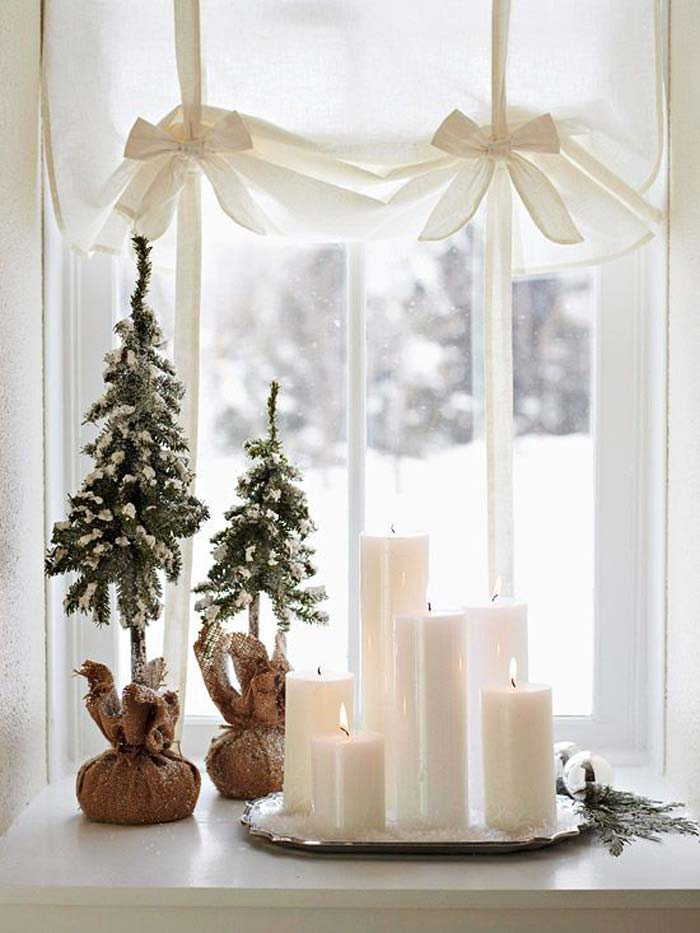 how to decorate a small living room for christmas - Clever use of window space #smallspaces #tinyhouseliving #simpleliving #alternativechristmastree #christmastreedecorideas #simplicity #hygge #simpleholidaydecor