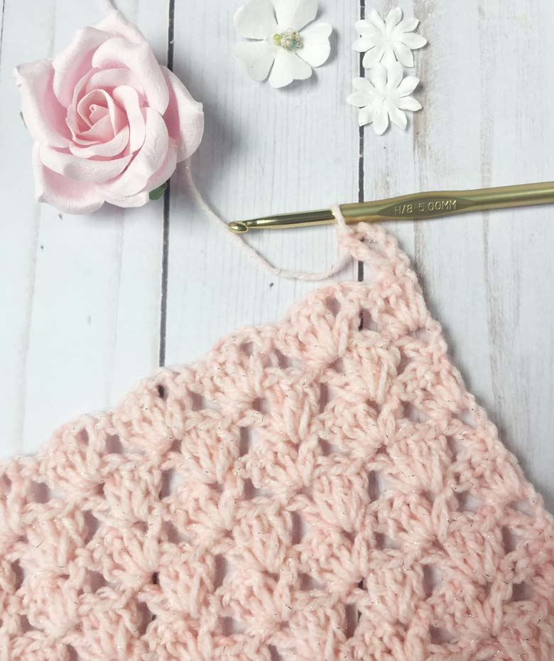 How to Crochet: Lacy Crochet Scarf Pattern and Tutorial by craft-mart - learn to crochet this unique crochet scarf pattern to create a fast crochet scarf with an easy crochet scarf patterns for beginners (using only doube crochet and chain stitches) #infinityscarfpattern #crochetinfinityscarfpattern #lacycrochetscarfpattern #crochetlace patternsforbeginners