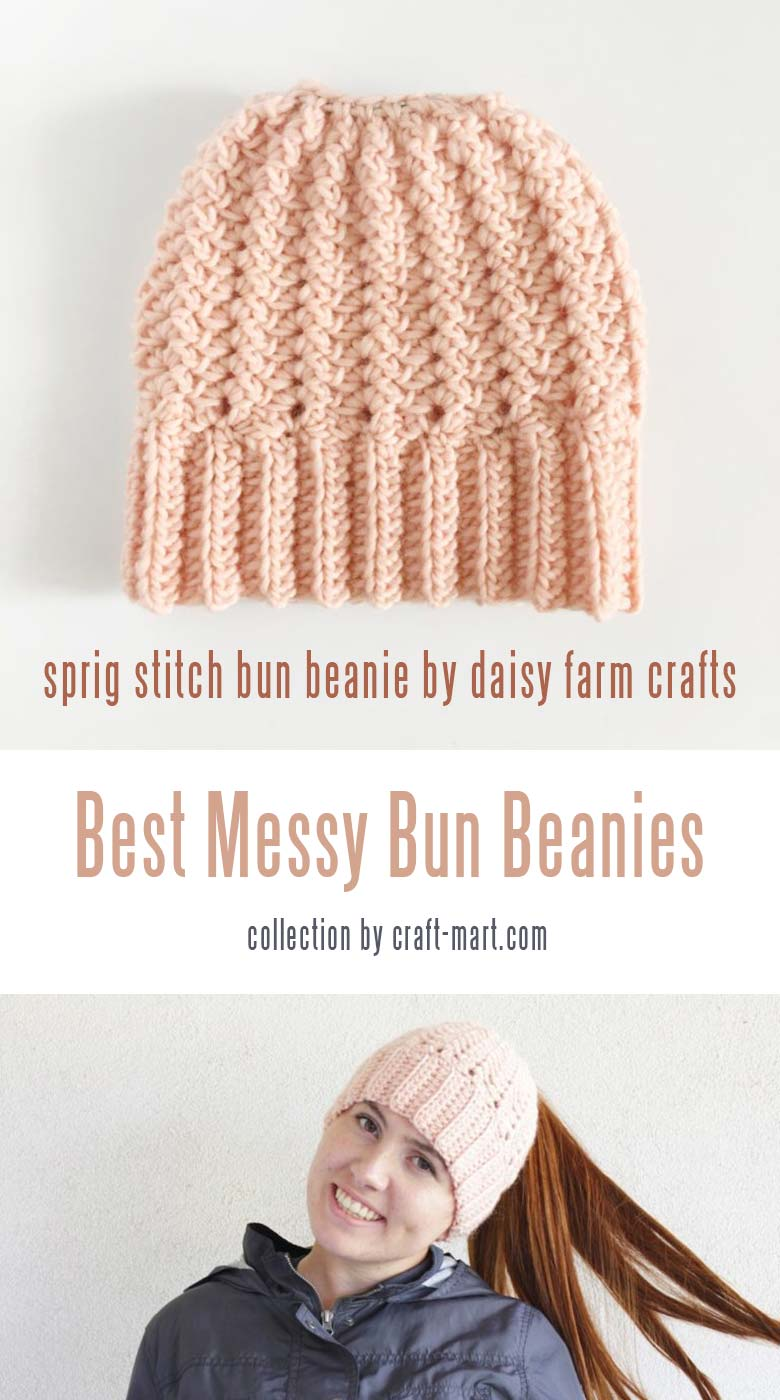 Learn to crochet a messy bun hat with 12 free patterns and tutorials - crochet sprig stitch bun beanie hat pattern by Daisy Craft Farm  #messybunhat #messybunbeanie #messybunhatpattern #freepatternmessybunhat