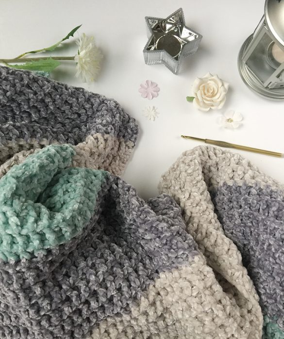 Bernat Velvet Yarn Pattern-Textured Baby Blanket-FREE PATTERN Crochet luxurious, soft, and cuddly baby blanket using Bernat velvet yarn with this easy blanket stitch and an easy crochet pattern. #bernatvelvetyarn #velvetyarn #velvetyarnpattern #freecrochetpattern