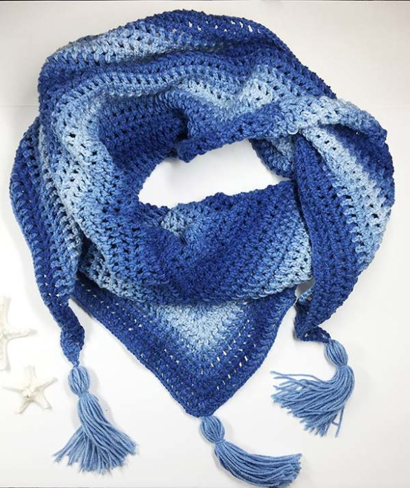 Learn to crochet triangle scarf - free and easy beginners' crochet pattern